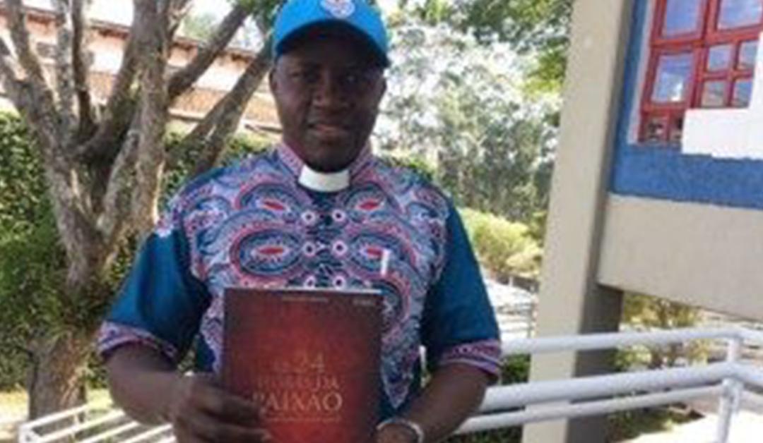 """Livro """"As 24 Horas da Paixão de Nosso Senhor Jesus Cristo"""" chega ao Continente Africano"""